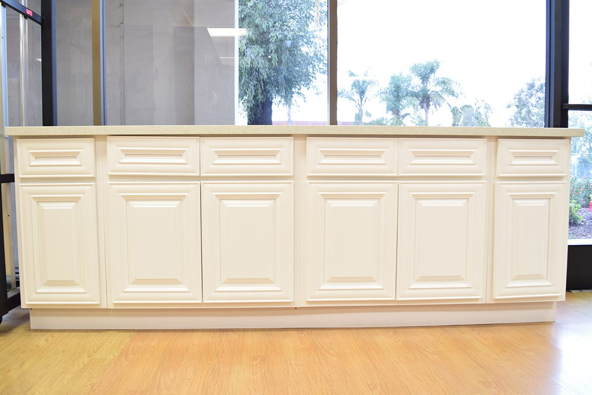 cabinet_showroom_antique_white_04