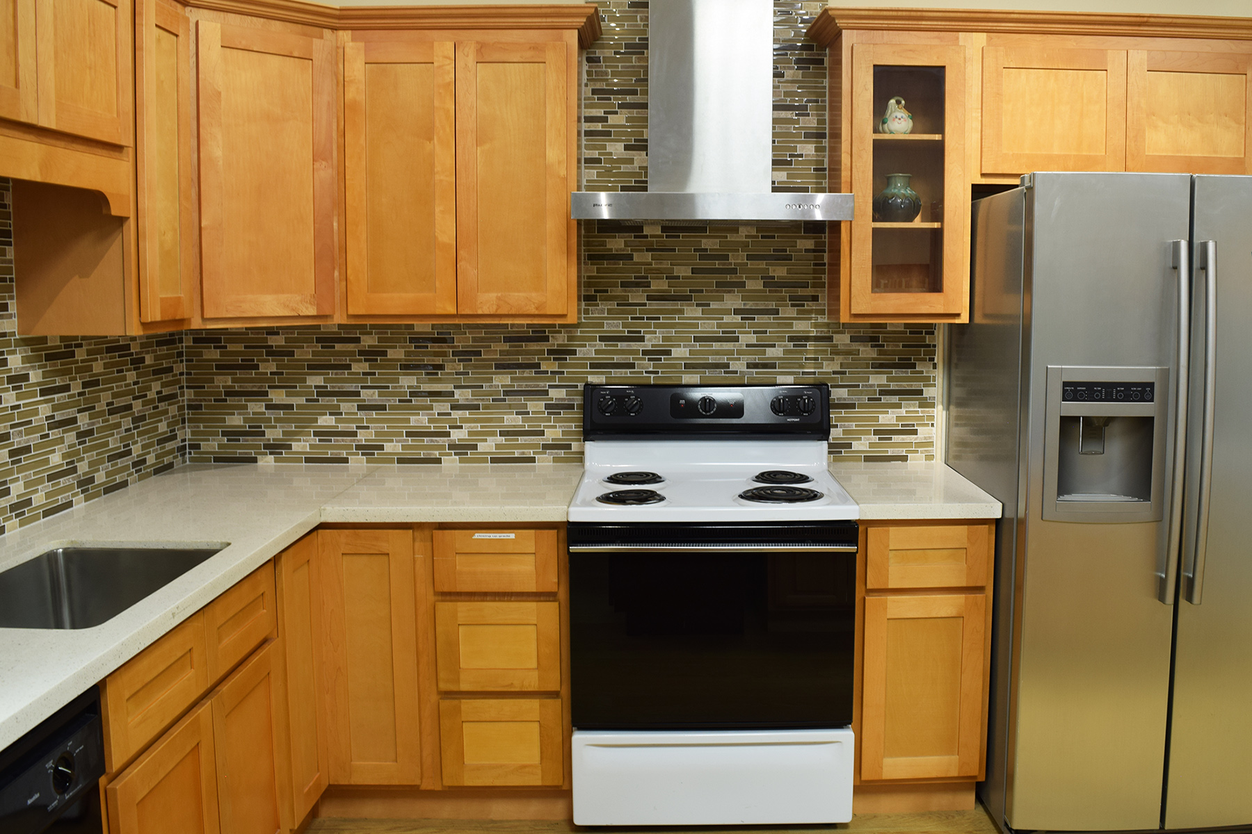 Honey Maple - Deco Kitchen and Bath on What Color Granite Goes With Honey Maple Cabinets  id=95056